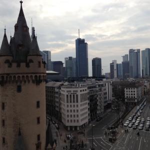 Frankfurt_Eschenheimer Turm and Skyline